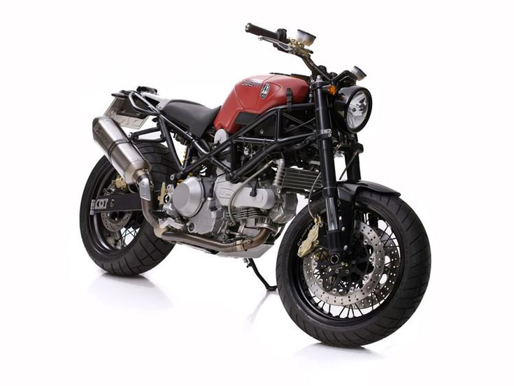 The scrambler motorcycle genre just doesn't get enough attention from custom bike builders, cafe racers, choppers and bobbers seem to be hugely popular...