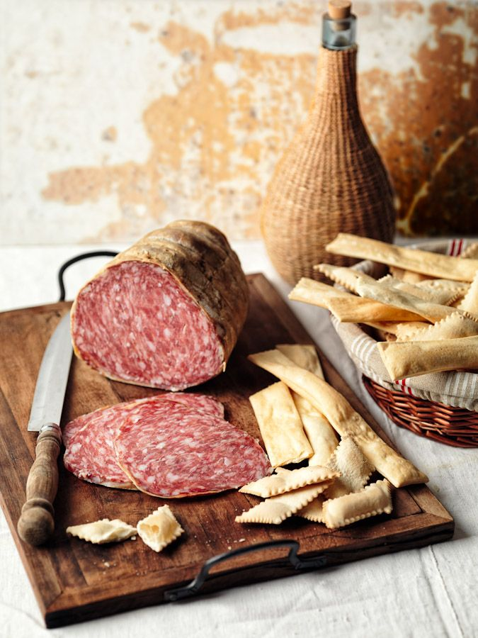 Zia e Streghe   Fresh #Salami with #Garlic (Aunt) and Traditional #Crackers (Witches), Emilia Romagna