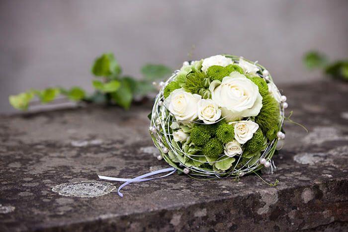 Un ramo de novia en blanco-verde y muchas otras combinaciones de colores geniales …