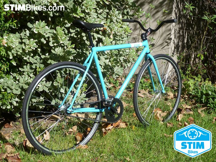 "Marco de hierro Celeste, rodado 28"", ruedas 700 x 32C 700C Course, single speed, freno contra pedal.  //  Iron frame Sky-Blue, 28"" wheelset, 700 x 32C 700C Course tires, single speed, coaster brake hub."