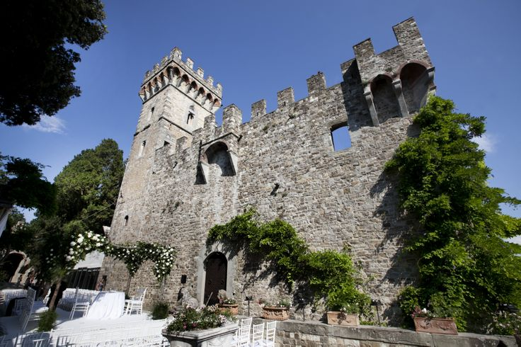 A beautiful ceremony in a castle on the Florentine hills