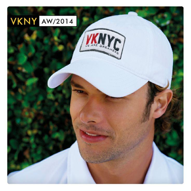 Gorra blanca con aplique. ¡Para realizar tu deporte favorito!