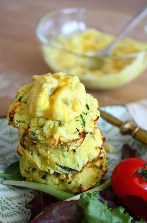 Deze courgette piccalilly koekjes zijn makkelijk om te maken en heerlijk als lunch. Je kunt ze zowel in de Airfryer als in de oven bakken.