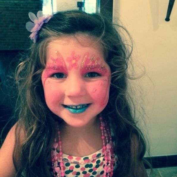My niece has painted her pretty face, little queen | Felies01 |