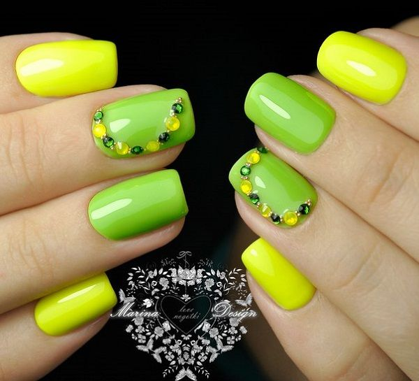 Simple Yellow and Green Studded Nail Art Design. This is a combination of great bright colors. The alternate yellow and parrot green color with the same sequence of stones on ring finger nail is just an inspiration.