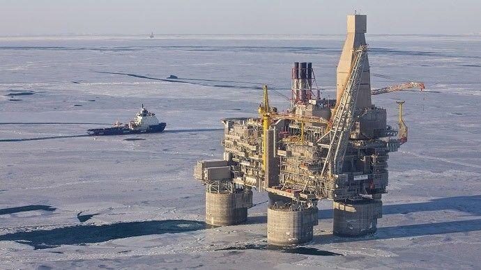 Berkut é a maior plataforma de petróleo do mundo está localizado no Mar de Okhotsk. A estrutura foi especialmente construída para lidar com condições climáticas brutais. A plataforma aguenta ondas de até 18 metros. Uma pressão de até 2 metros de águas congeladas e até 44º Celsius negativos além de terremotos de magnitude 9 na escala Richter. Embora existam outras plataformas de petróleo com estruturas mais profundas ela possui a maior parte superior do mundo. INCRÍVEL! :O Siga o…