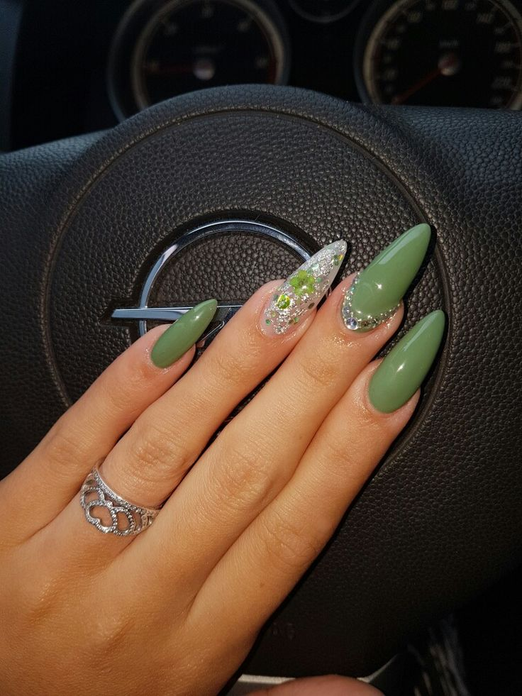 #green nails #natural flower