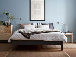 Sängstommen NORNÄS i ett vårigt sovrum