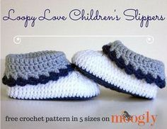 Loopy Love Children\'s Slippers - get all 5 sizes of this crochet pattern FREE on Mooglyblog.com!