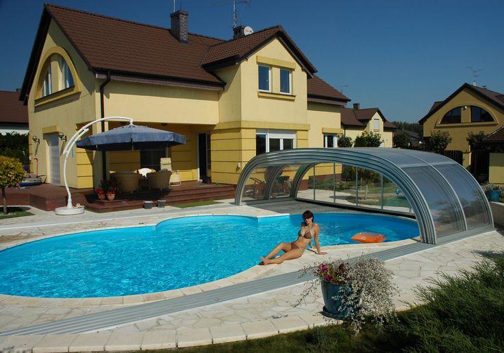Léto prožité u bazénu zastřešeného krytem TROPEA.