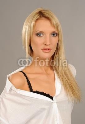 Черное белье и белая рубашка