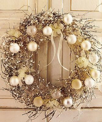 Color Outside the Lines: Love ... White Christmas Decor = would go great in a beachy decor