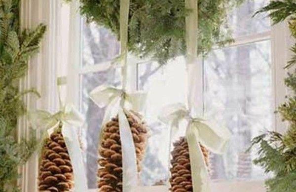 fensterdeko weihnachten zapfen schleifen