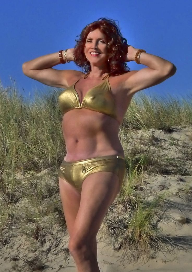 Ryelsi golden bikini