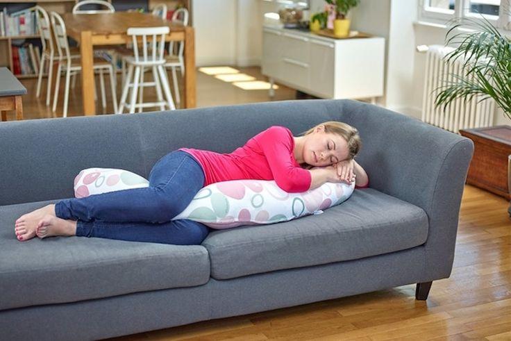 Le sommeil d'une femme enceinte peut devenir un calvaire, surtout à partir du troisième trimestre. Le coussin pourrait bien vous sauver la vie et trouvera une seconde vie si vous décidez d'allaiter.