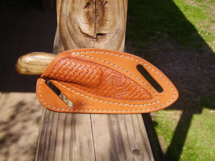 Knife sheath by Justken at leatherworker.net.