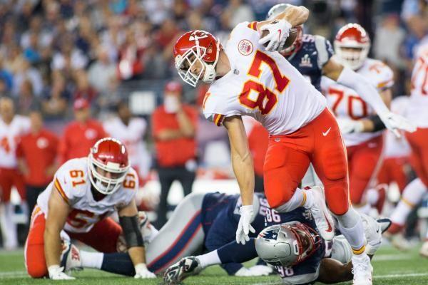 Kansas City Chiefs Pro Bowler Travis Kelce tops our Week 4 fantasy football tight end rankings.