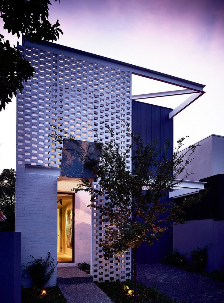 Narrow And Lightsome Residence In Melbourne