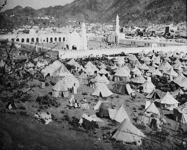 Tents Surround the Kaaba, Mecca by Ottoman History Podcast, via Flickr