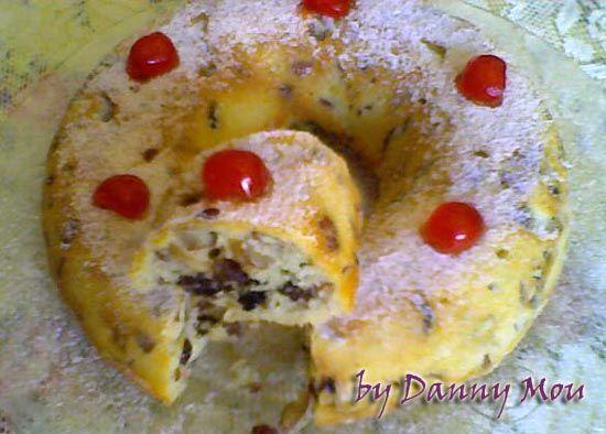 Bolo de Amêndoas e Passas Light. Ingredientes: - 100g amêndoa sem sal - 50g uvas passa escura sem semente - 2 colheres (sopa) castanha de caju sem sal - 100g margarina light - 1/2 xícara (chá) adoçante culinário - 1 colher (chá) essência de baunilha - 1 colher (chá) essência de amêndoas - 3 ovos médios - 2 colheres (sopa) leite desnatado - 1 xícara (chá) farinha de trigo - 1 colher (chá) fermento em pó