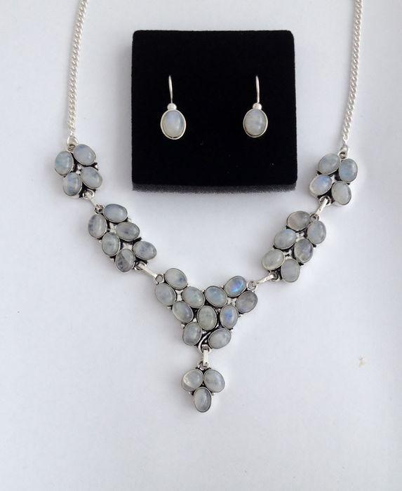 Online veilinghuis Catawiki: zilveren klassieke oorbellen en elegante collier met 36 cabochon geslepen maanstenen  moonstone  pierre de lune