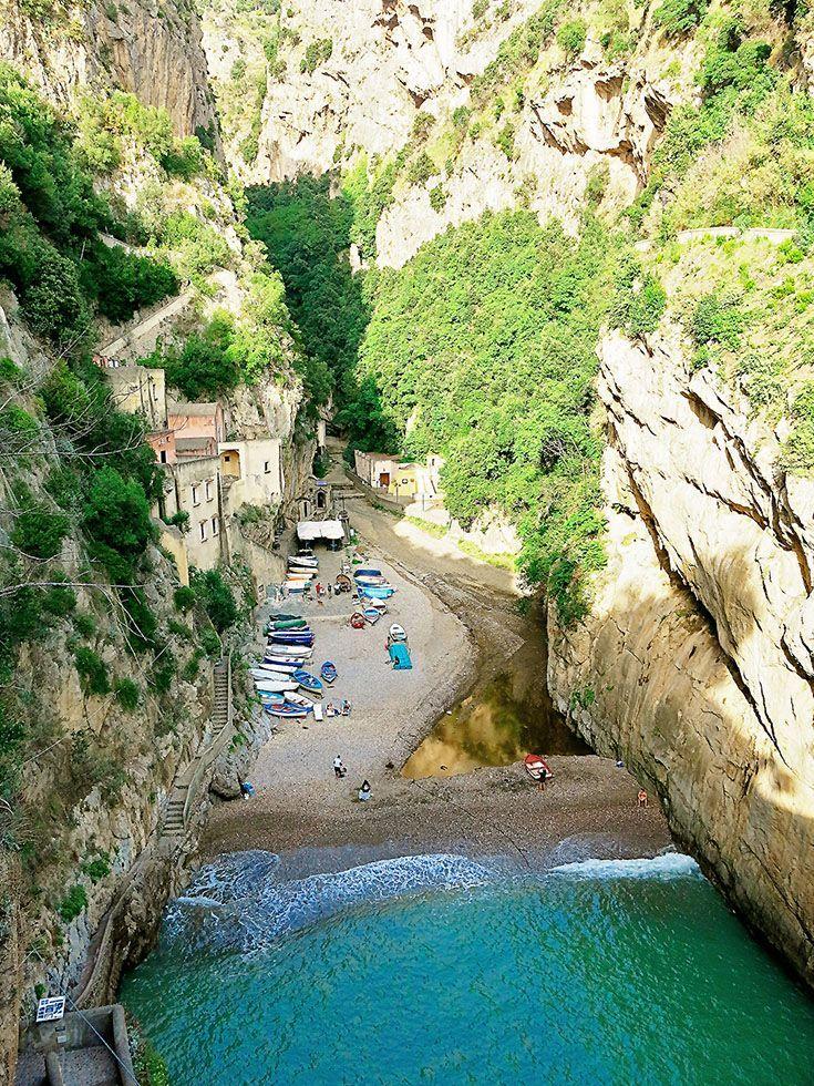 One of the best hidden beaches in Italy: Furore Beach on the Amalfi Coast close to Positano. >>>>>>>>>>>>>>>>>>>>>>>>>Italy Beach | Best Beach in Italy | Beautiful Amalfi Coast Beach | Amalfi Coast Beach Vacations | Things to do in Positano | Amalfi Coast https://www.worldtrip-blog.com