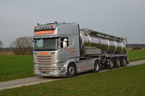 Mit Beginn der neuen Düngesaison hat das belgische Transportunternehmen Tom van Steenkiste seine Fahrzeugflotte um einen gelenkten Gülletankauflieger von D-TEC erweitert. Van Steenkiste ist auf den Transport von Gülle, Abwässern und Schlamm spezialisiert.   #auflieger #Combitrailer #D-tec #Flexitrailer #Stefan Gottschalk - Fair leasen! #trailer #TrailerTec