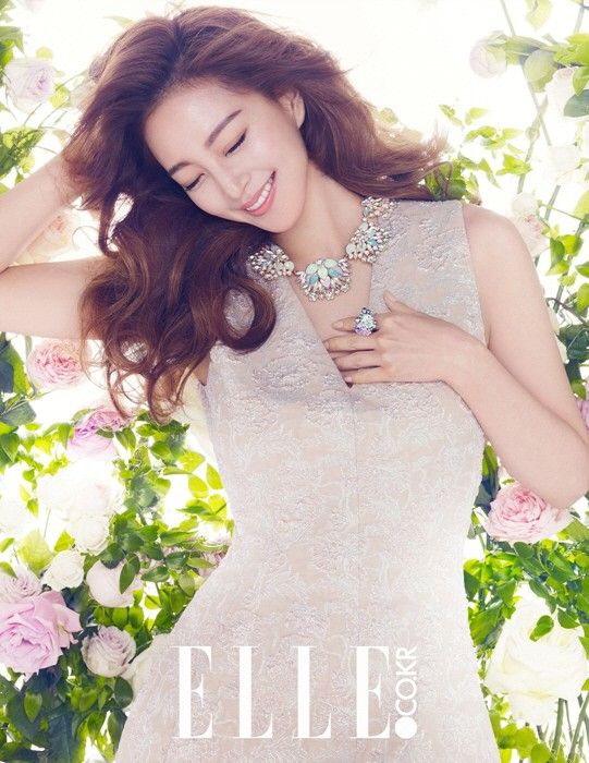 Han Ye Seul transforms into a Spring goddess for 'Swarovski' 2015 S/S collection | http://www.allkpop.com/article/2015/02/han-ye-seul-transforms-into-a-spring-goddess-for-swarovski-2015-s-s-collection