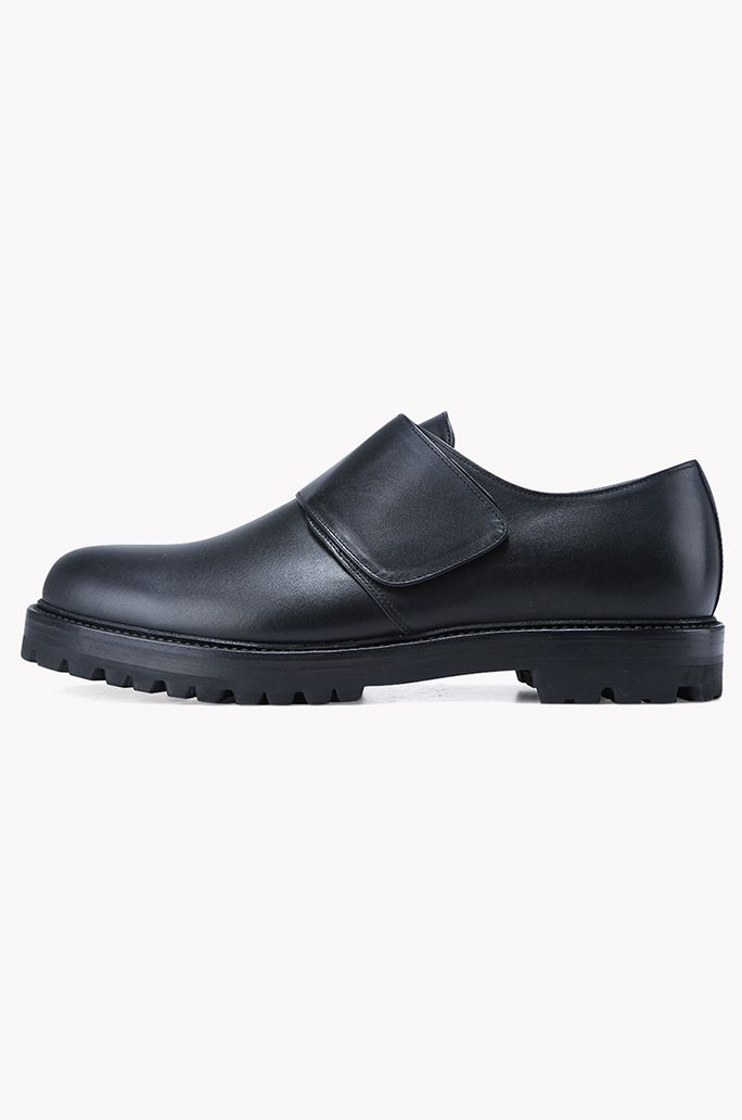 Strap velcro leather shoes