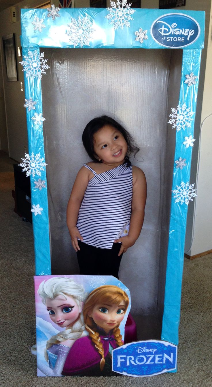 I made a doll box as photo booth for my daughter's Frozen themed birthday party