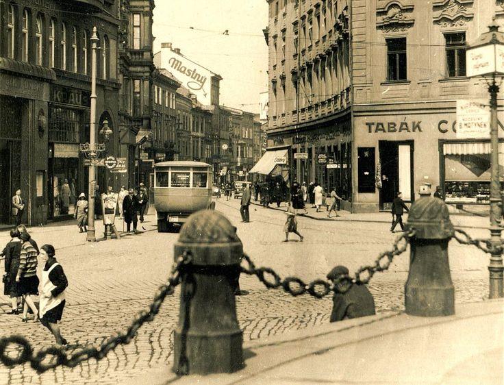 Pohled do Riegrovy ulice za první republiky. — v Olomouc, Czech Republic.