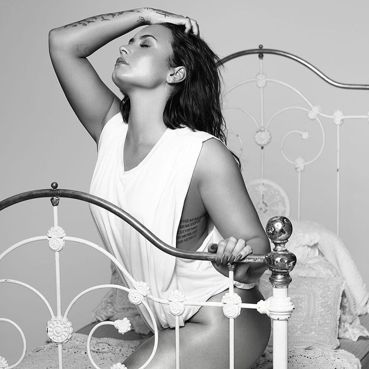 "1.1mn Beğenme, 9,825 Yorum - Instagram'da Demi Lovato (@ddlovato): ""Tell Me You Love Me #TMYLMPreOrder"""