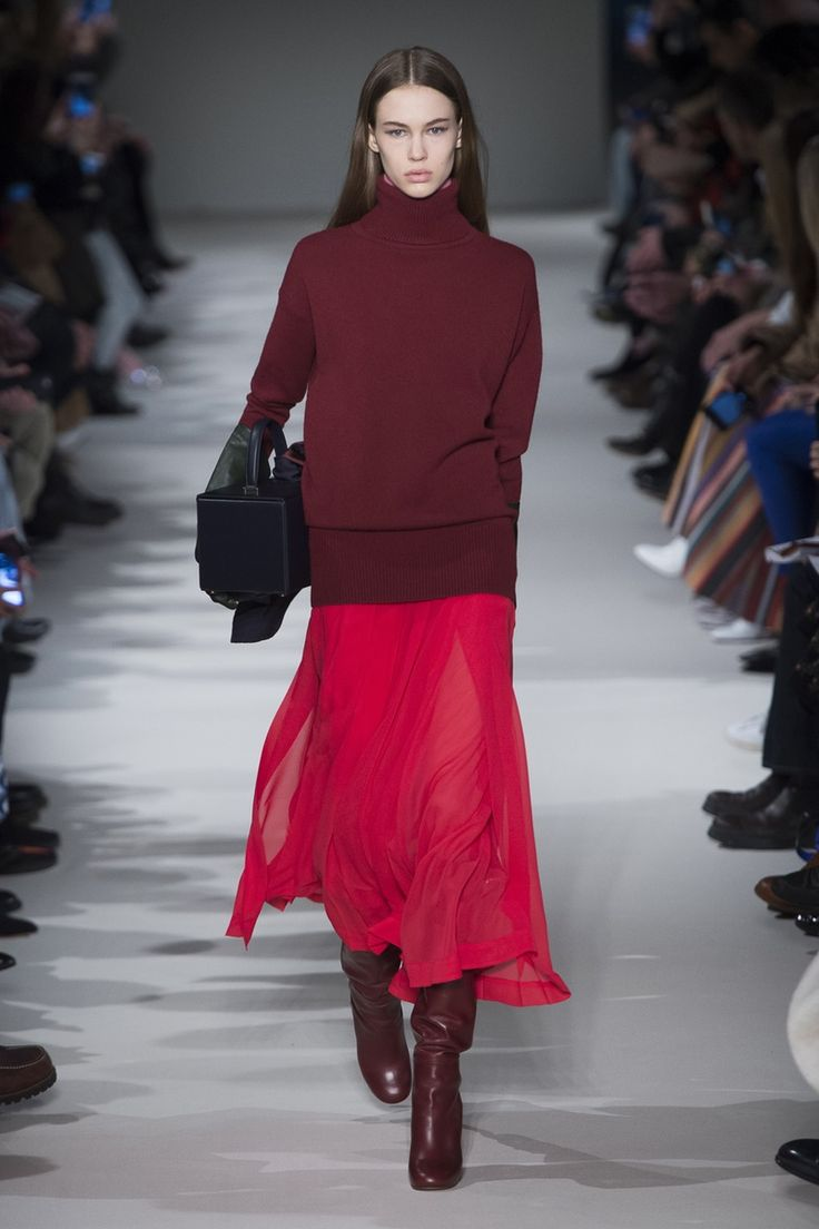 Look this sweater over swingy skirt look. Victoria Beckham | Ready-to-Wear - Autumn 2017 | Look 25