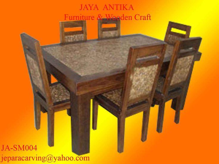 Kode : JA-SM004  Nama : Set Meja Makan Koin Jati 6 Kursi    Set Meja makan Koin Jati 6 Kursi standar merupakan produk dari Jaya Antika, terbuat dari kayu pilihan serta dikerjakan oleh tukang kayu yang sudah sangat berpengalaman dalam pembuatan