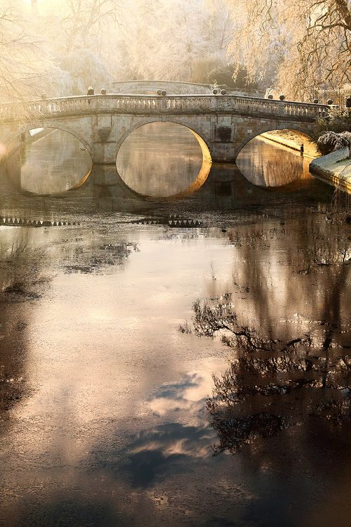 Clare College Bridge - Cambridge University, UK The oldest of Cambridge's bridges built in 1639! Zippertravel