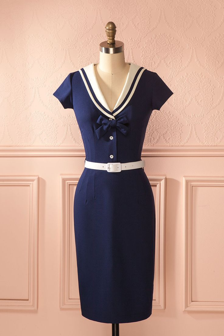 Ils étaient enfin arrivés sur la plage à Okinawa.  They had finally arrived at the beach on Okinawa Island. Navy blue sailor style dress https://1861.ca/products/thomasina