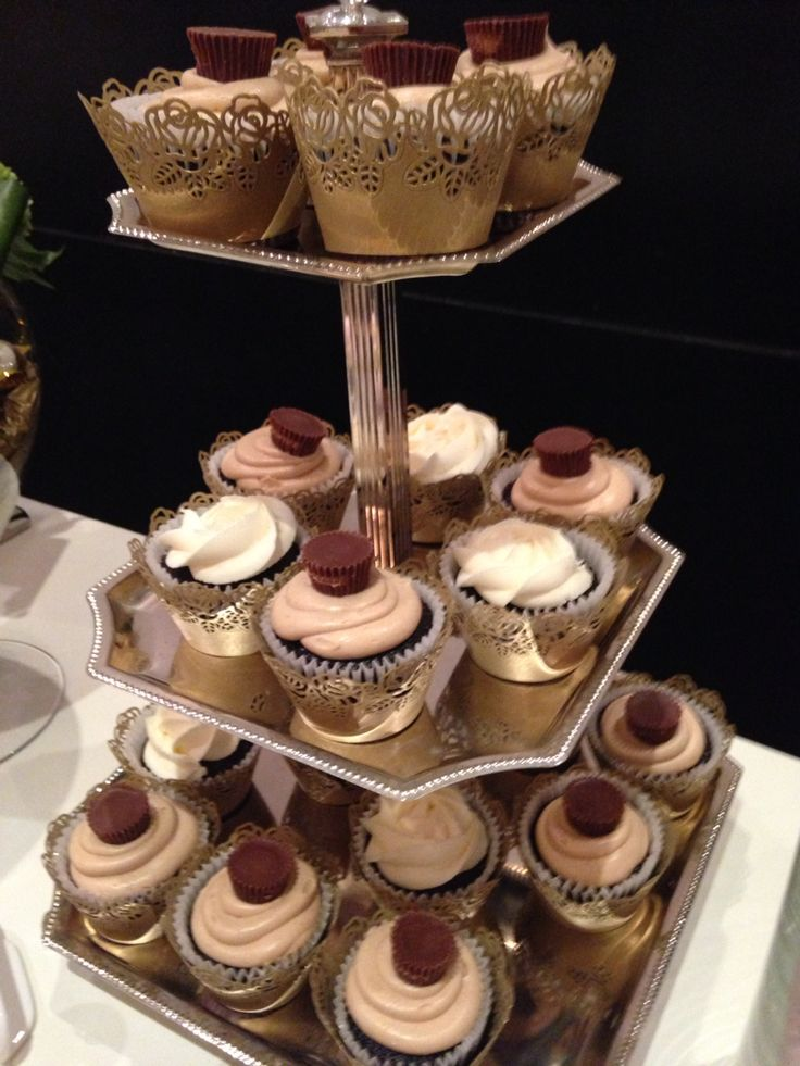 Luxurious elegant and glamour ! Candy bar with cake pops cupcakes chocolate candy and strawberries dipped in chocolate