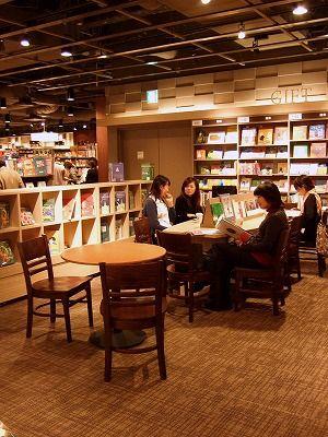 蔦屋書店とスタバがコラボ♡有楽町マルイのTSUTAYA BOOK STORE 有楽町のおしゃれショップ