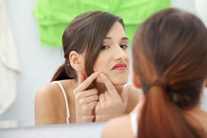 Squeezing Blackheads - The right way to get rid of the little b*ggers!