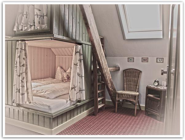 Buitenboel (in Brabant) is een gezellige verzameling van verblijfplaatsen op de grens van Brabant en Limburg. Of je nu wilt kamperen op de minicamping of slapen in een finse Kota het kan allemaal bij Buitenboel. In de oude boerderij op het terrein slaap je met groepen tot 10 volwassenen in gezellige bedstedes! #origineelovernachten #reizen #origineel #overnachten #slapen #vakantie #opreis #travel #uniek #bijzonder #slapen #hotel #bedandbreakfast #hostel #camping