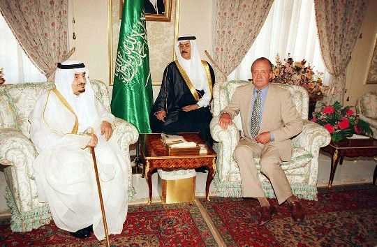 Juan Carlos I, king of Spain, visit King Fahd of Saudi Arabia at his Palace in Marbella. 2002