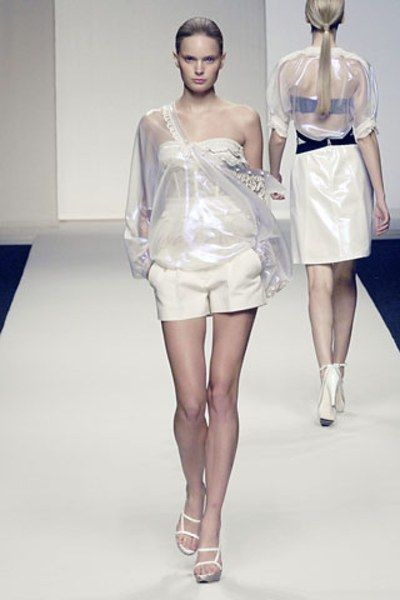 See the complete La Perla Spring 2008 Ready-to-Wear collection.