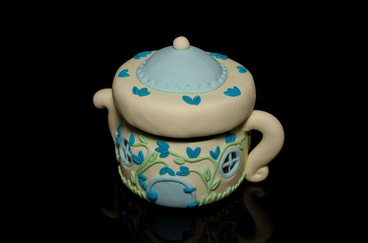 Casuta de Veghe - Ceainicul de HandmadebyRoxie Breslo (Teapot Fairy Jar)