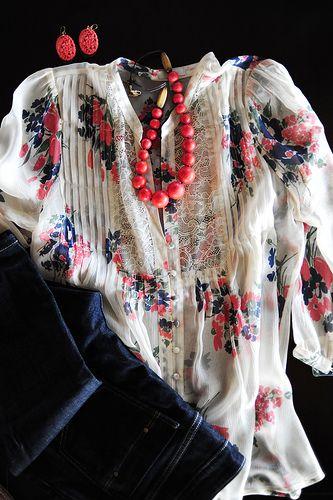 Flowy shirt + jeans. Ree Drummond / The Pioneer Woman, via Flickr