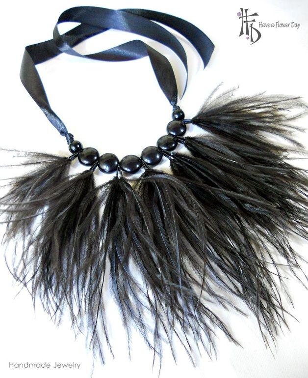 Collares cortos - Collar declaración negro con plumas. Collar tribal - hecho a mano por HaveaFlowerDay en DaWanda
