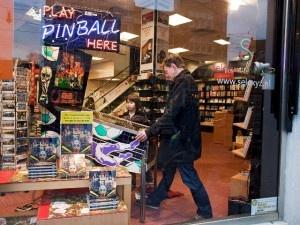 Pinball in een boekhandel, het kan in Amsterdam! No Balls No Glory