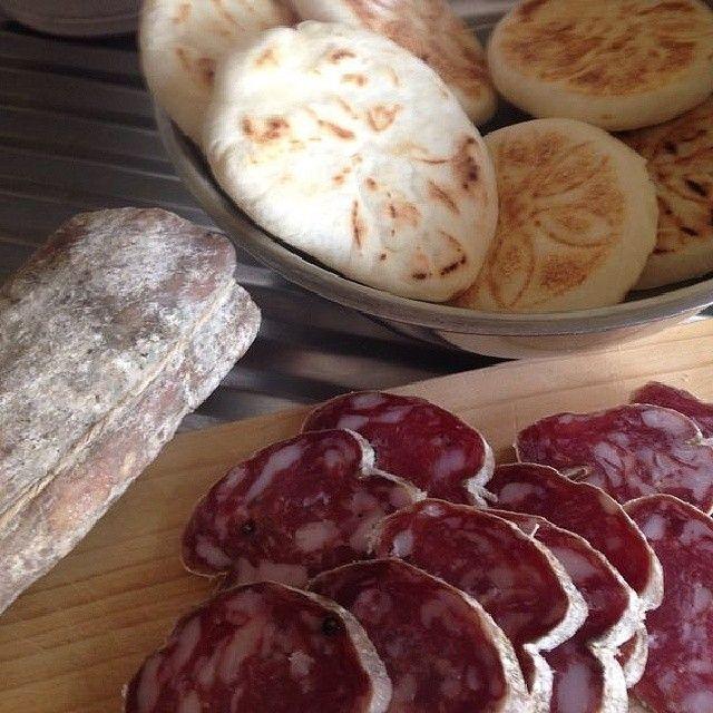 Connubio perfetto: salame di SanFelice e crescentine - Instagram by menofiltri