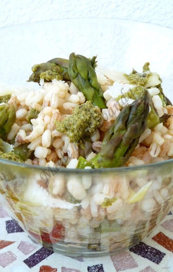 Insalata di cereali con asparagi e gamberetti