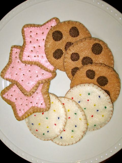 DIY felt cookies. I've pinned this on my Felt board but I'm pinning it here as I'd like to replicate this in crochet.