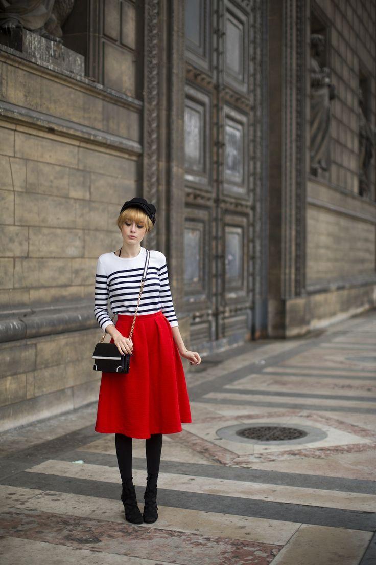Pandora » Jamais je ne t'ai dit que Je t'aimerais toujours - association pull marin et jupe rouge